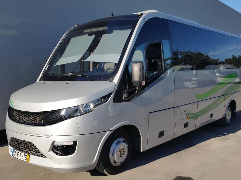 Mini-bus de 25 lugares