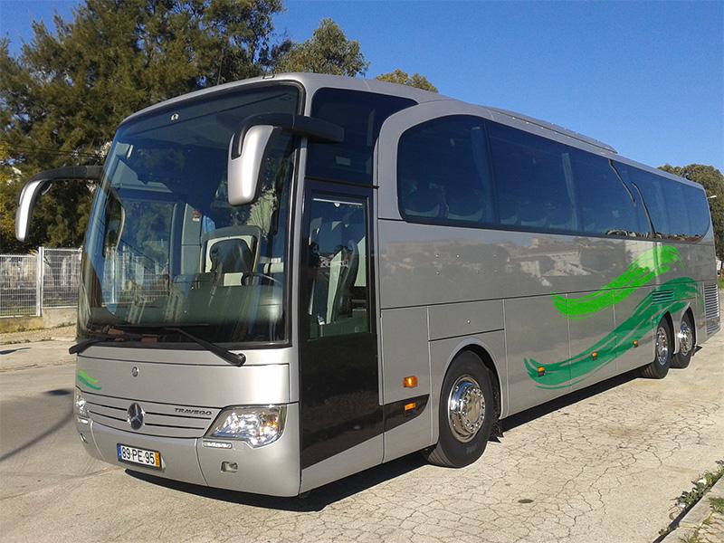 Autocarro de 50 e 54 lugares