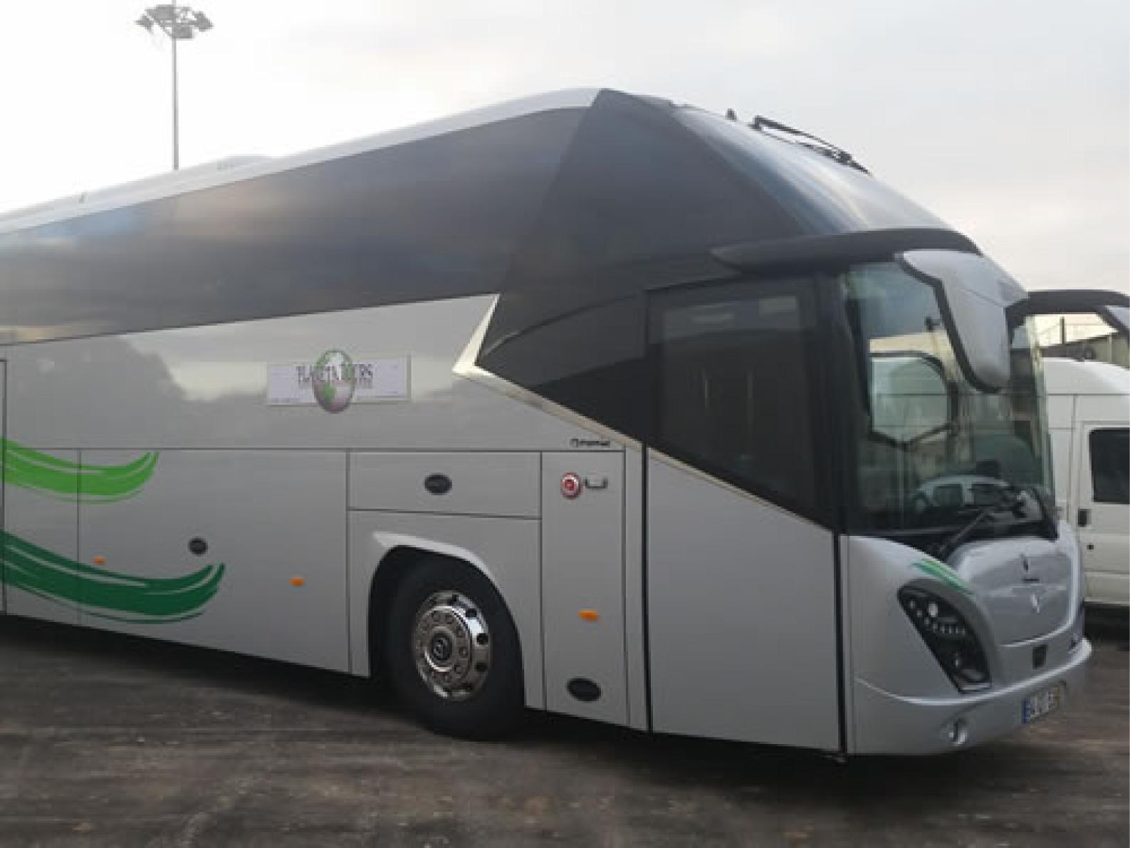 Autocarro de 56 lugares